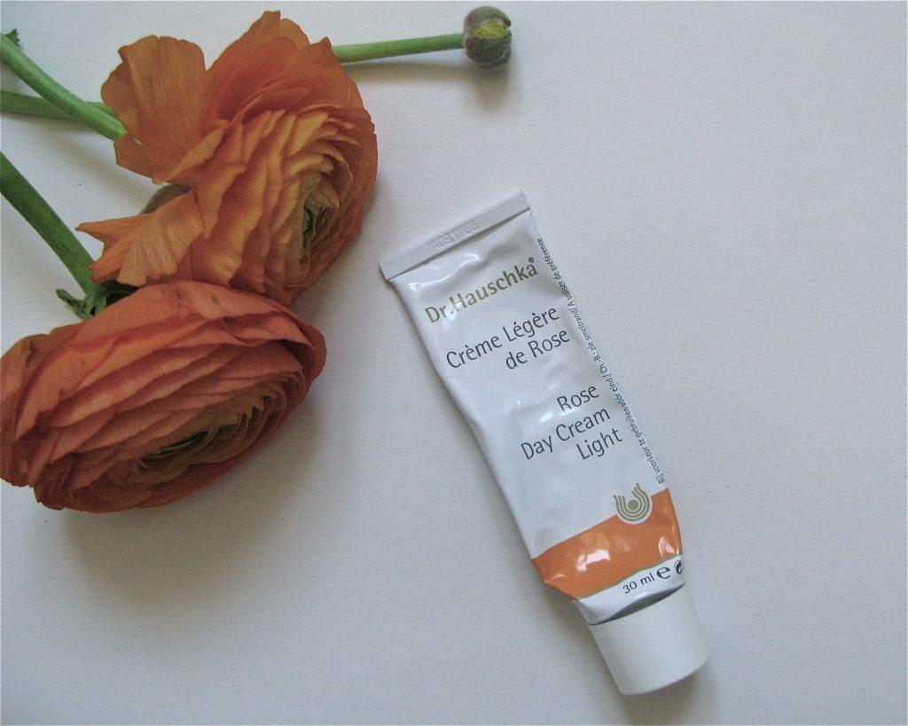Crème Légère de Rose Dr. Hauschka : le soin parfait des peaux sensibles et déshydratées
